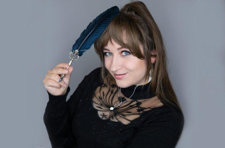 Mary Cronos, Autorin des Beitrags Autorenporträt
